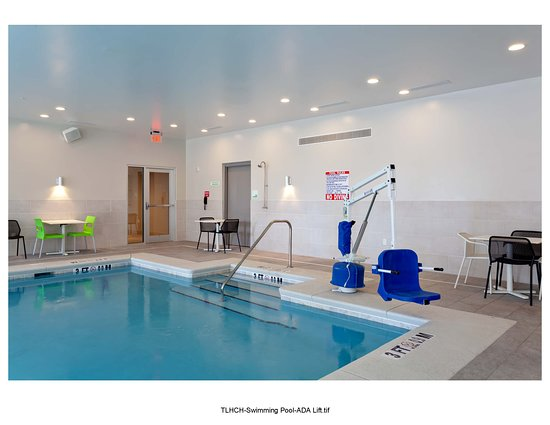 Indoor Swimming Pool Holiday Inn Tallahassee E. Capitol Universities