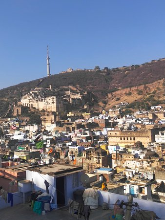 This I bundi fort this is very famous for old Penting art because in side very old Penting on walls