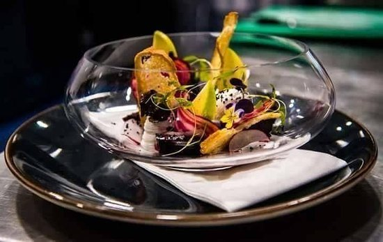 Dawsons Restaurant: Goats Cheese, Pickled Beetroot & Apple Salad