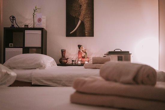 Centro de masajes acogedor y entrañable donde se respira paz, tranquilidad y sosiego. Especializado en diferentes tipos de masajes, aliviando el estrés y las dolencias de la vida cotidiana.