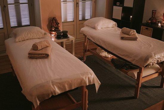 Disfruta de la maravillosa oportunidad de disfrutar del masaje en pareja, ocon amigos