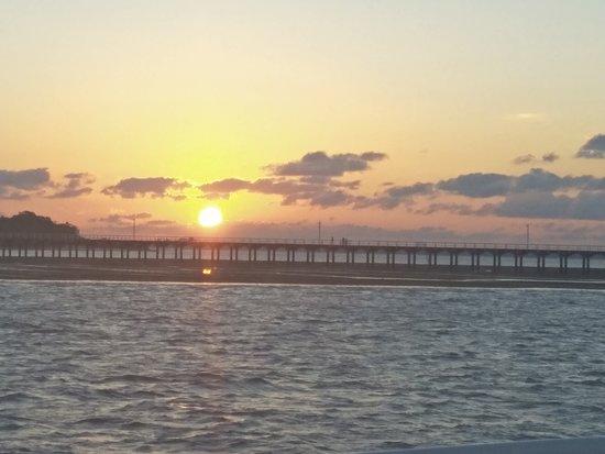 Hervey Bay Sunset Cruise: Sunset over the pier