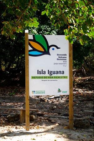Isla Iguana: Island sign