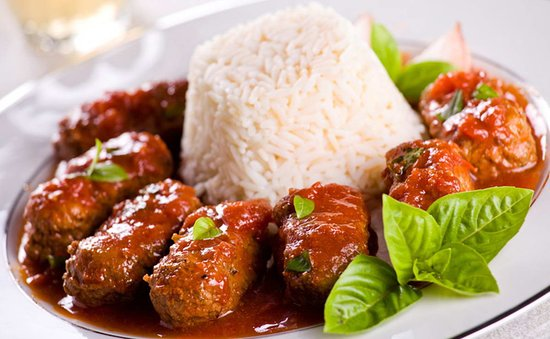 Cascais, Portugalsko: Meatballs with tomato sauce and smoked rice C