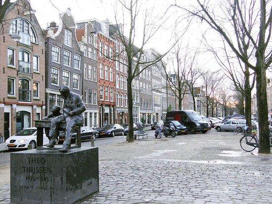 Theo Thijssen Standbeeld
