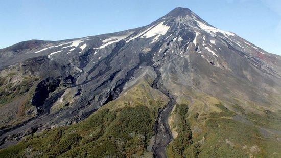 Pucon, Şili: Base al volcán Villarrica.en este tour, se observa la hermosa vista desde la base del volcán ,tanto a los lagos de la zona así como a otros volcanes.  contacto:+56977263095 https://www.facebook.com/senderos.delparaiso