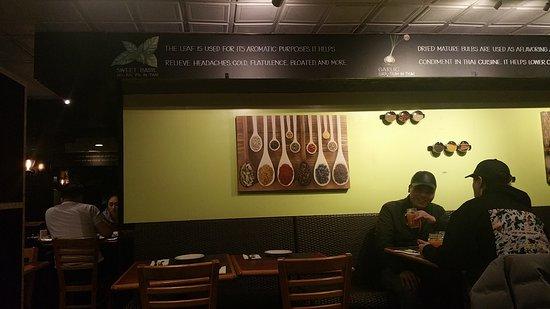 Thai Basil Restaurant: Interior