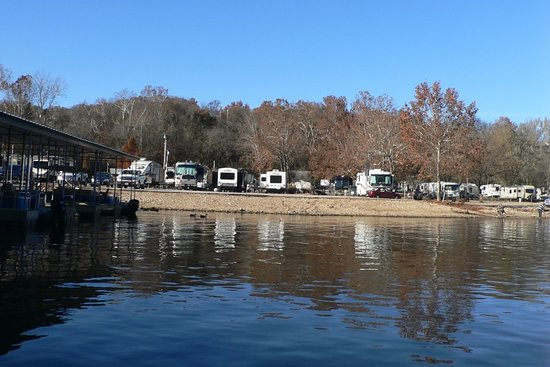 Branson Lakeside RV Park: Just some of the Lakeside campsites from Lake Taneycomo.