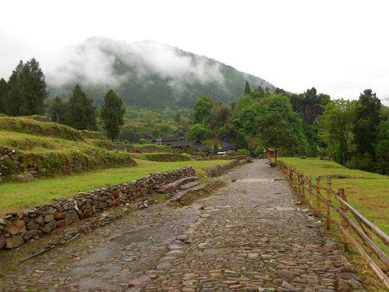 Yongshun County, Chiny: 思ったより大規模な遺跡でした。まだまだ観光地としては整備中という感じです。