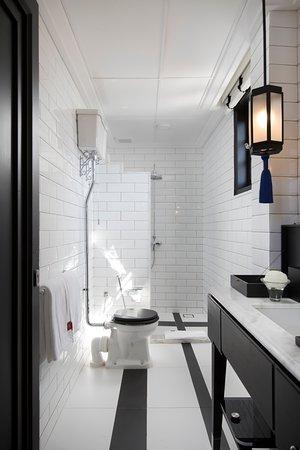 Bathroom Lekiu Room