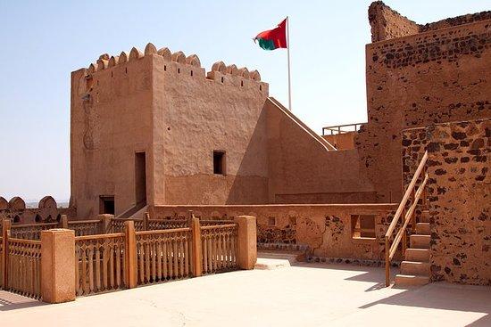 Nizwa迷人堡垒的私人一日游