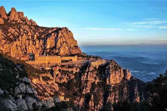 Montserrat og Sitges Easy Hike med...