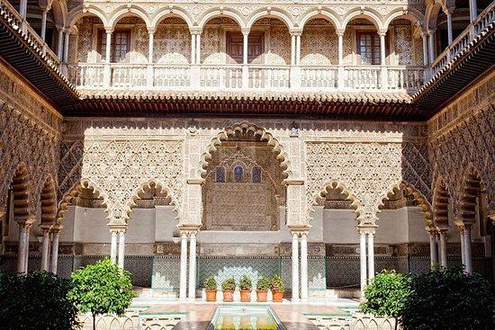 Acceso a primera hora al Alcázar de...