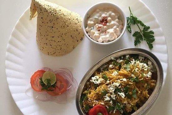 在德拉敦与当地家庭一起做饭和用餐