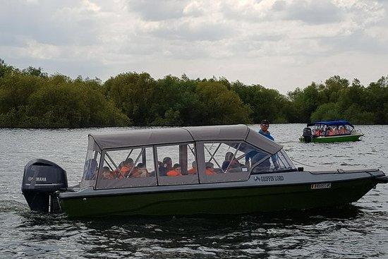 4-5h speedboat tur til landsbyen...
