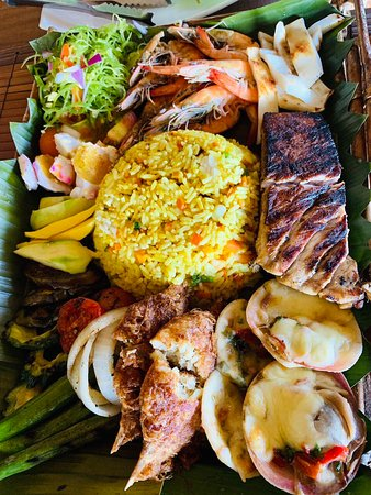Seafoods for sharing family style. Fun, healthy and yummy!