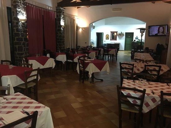 """Nurri, İtalya: Servizi Turistici """"Is Cangialis"""", Ristorante e Pizzeria di eccellenza con tutti i piatti tipici sardi e su ordinazione piatti mare e diverse varietà di pizze da tavolo e d'asporto."""