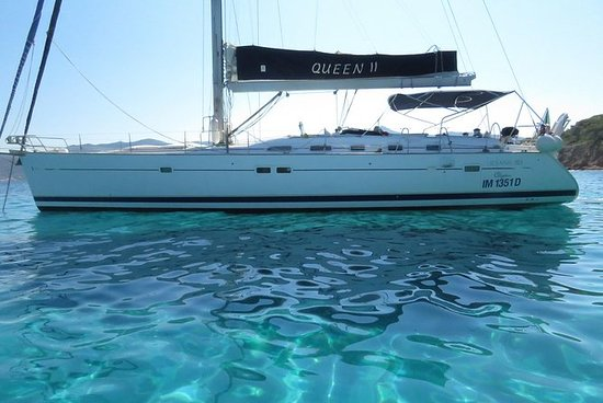 CABIN CHARTER TO THE CYCLADES ON A
