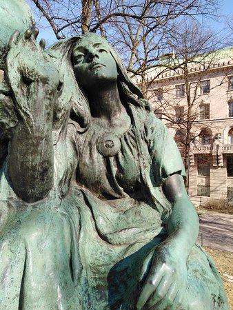 Elias Lonnrot Monument: Impi maiden