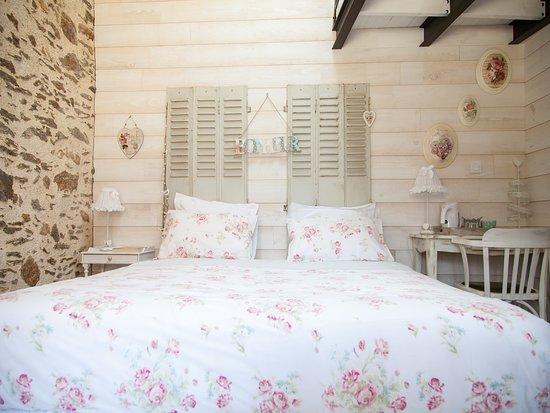 """chambre """"Le Marteau Rigolo"""" avec mezzanine,  idéale pour une famille avec 2 enfants."""