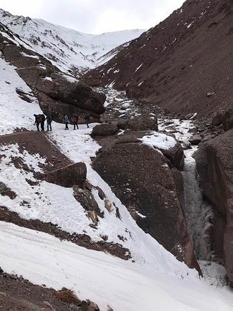 The icy paths on the way down the pass. This was the most vertiginous spot. But not too bad!