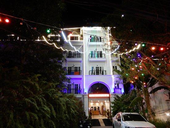 Family hotel close to the Night market