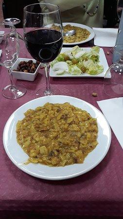 Enguera, Spain: Exquisitos gazpachos manchegos, paella y cazuela. Lo demás, psssss. Recomendado. Muy buen trato.