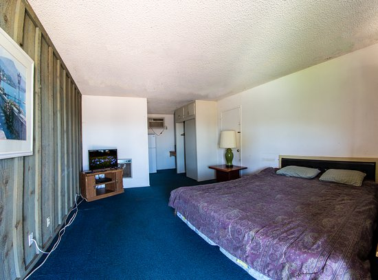 California Valley Motel: Room with a Kiing Bed