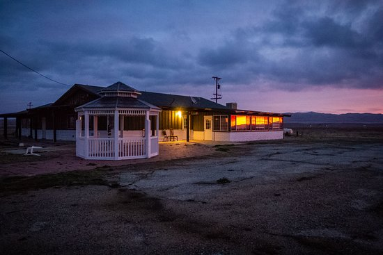 California Valley Motel: Unfortunately the restaurant is no longer in service, but it is still beautiful at sunrise.