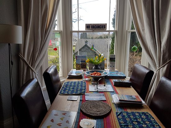 Breakfast room (dining table for reading, working, takeaways etc.)