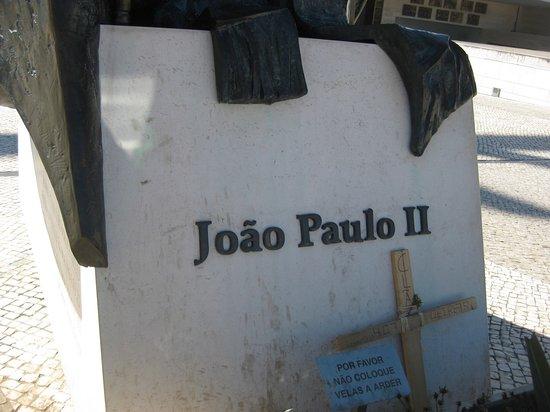 Joao Paulo II: cokół pomnika