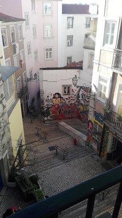 En las Escadinhas de São Cristóvão, en el barrio de Alfama, encontramos este homenaje al fado.