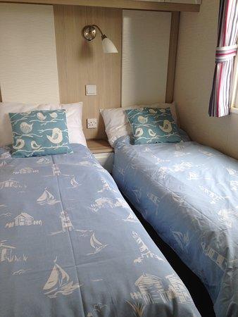Tretio Caravan & Camping Park: Moo Meadow - twin bedroom