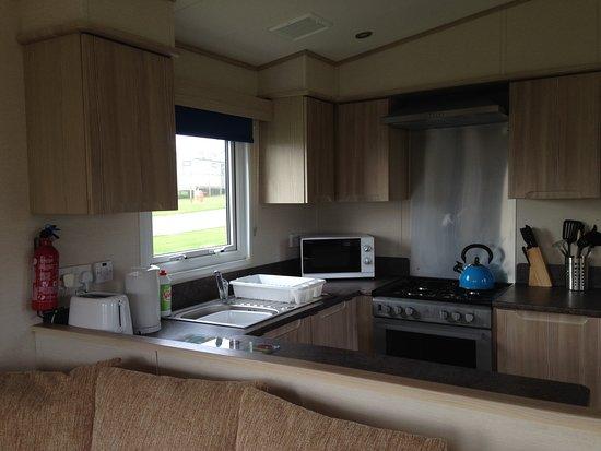 Tretio Caravan & Camping Park: Moo Meadow - kitchen