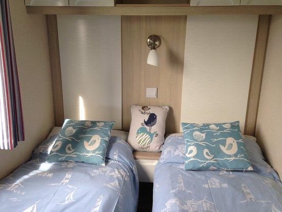 Tretio Caravan & Camping Park: Moo Meadow twin bedroom