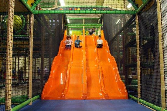 Dundee Parc: Facebook / Twitter / Instagram @DundeeParc www.dundee-parc.fr