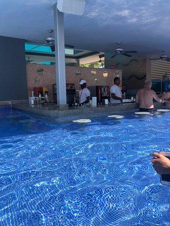 Hotel Riu Palace Macao: swim up bar
