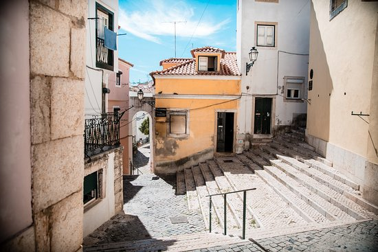 The Rogue Historians: the vertiginous streets of Alfama. Not to be missed.