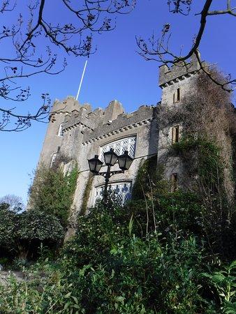 Malahide Castle, Dublin Bay and Howth Village Half-Day Tour from Dublin: Malahide