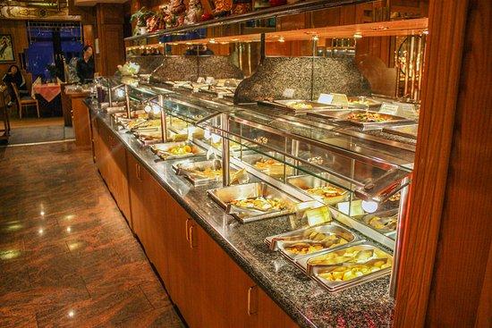 Eines von vielen Highlights unseres Restaurants: unser köstliches Buffet mit größter Auswahl
