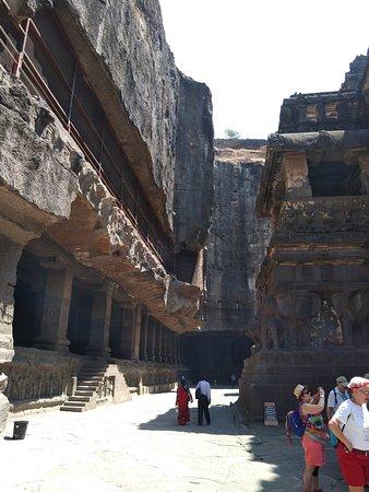 The corridor around temple