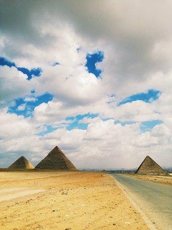 As três Grandes Pirâmides de Gizé.