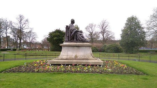 Statue of Isabella Elder
