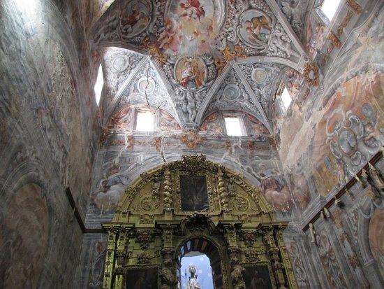 Bubierca, إسبانيا: Interior de la ermita, espectacular, aún no ha llegado el presupuesto para poderla restaurar