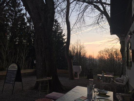 Gasthaus Schellenberg: Sonnenuntergang auf der Terasse