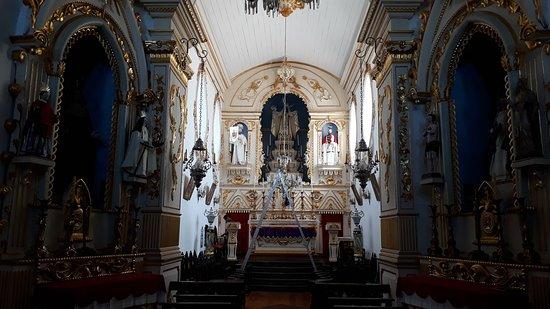 Igreja Nossa Senhora das Merces: Visão do altar-mor e seus altares laterais