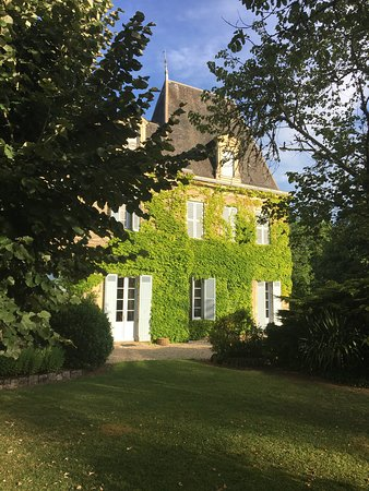 Beautiful Chateau Hotel with a wonderful staff (and well renovated!!!)