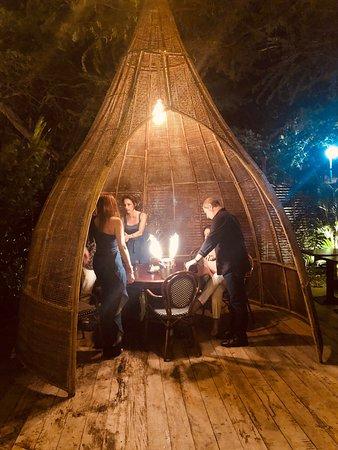Bohemian Bar And Restaurant: Bar Ambiance