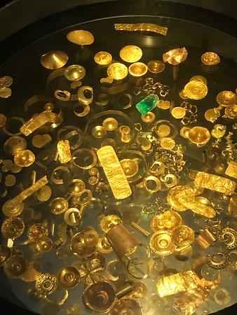 Muitas peças de ouro