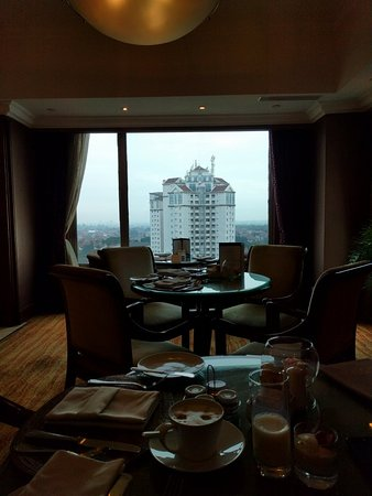 Shangri-La Hotel Surabaya: Horizon club on floor 12